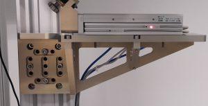 Finální kovový držák namontovaný v laboratoři, celková doba dodávky cca 8 týdnů